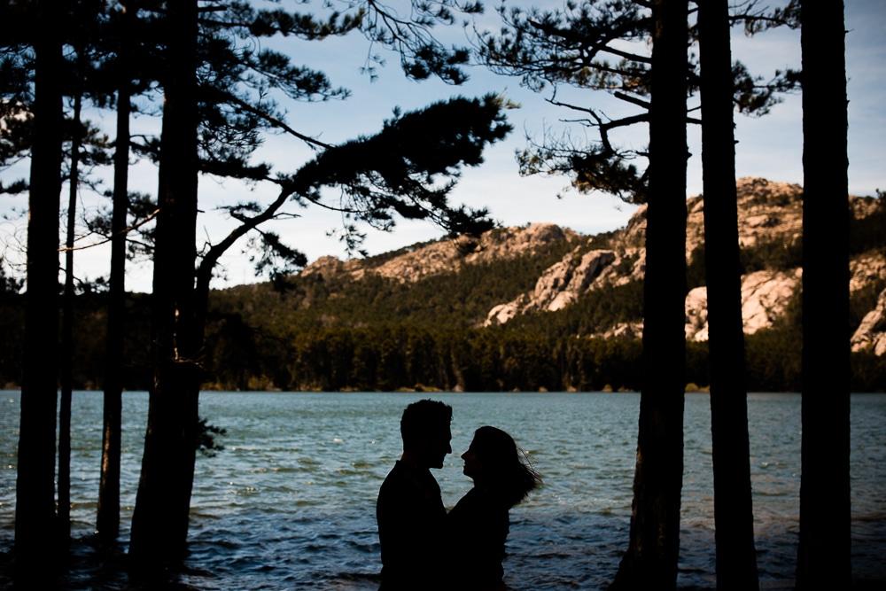 Photographie de La Corde au Coeur, photographe de mariage en Belgique. Photo de couple lors de la session engagement quelque semaine avant le mariage. Session de couple réalisée en Corse