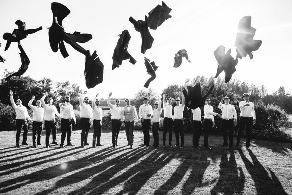 Photographie de La Corde au Coeur, photographe de mariage en Belgique. séance photo de groupes avec les amis et témoins des mariés